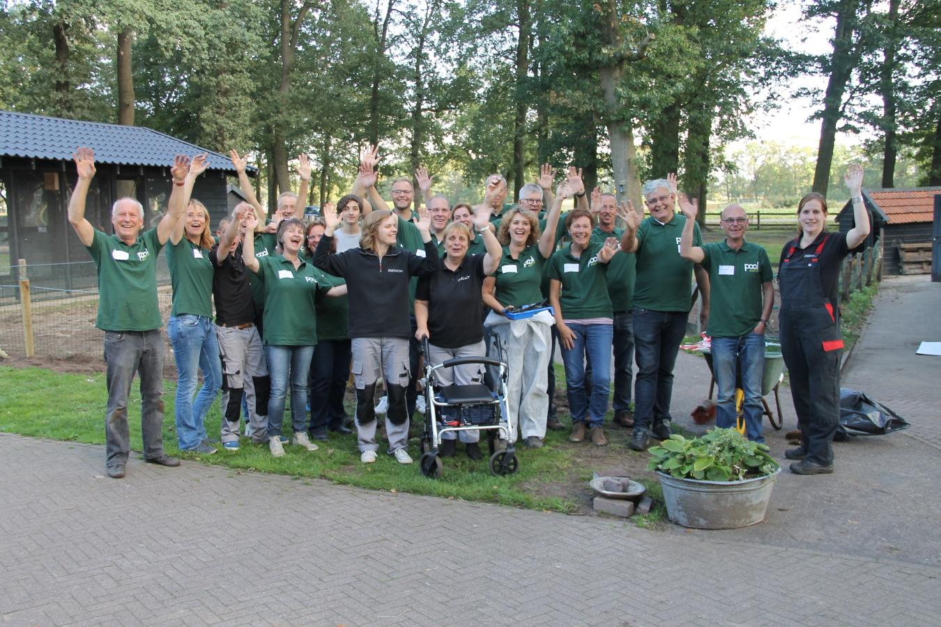 Teamfoto van de harde werkers op de Doe-dag van Pool Management & Organisatie in september 2018