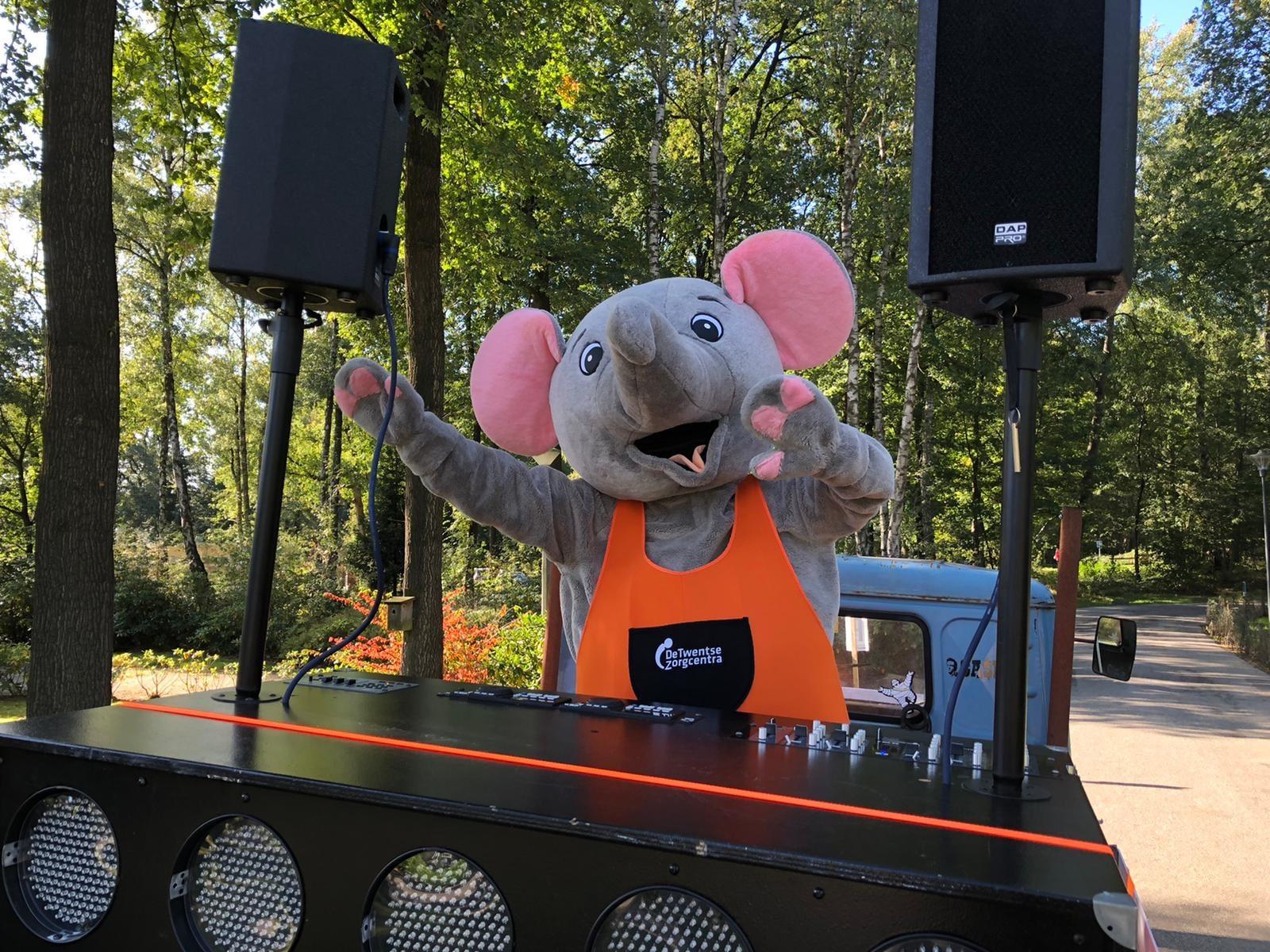 Mirthe als muis tijdens haar stage bij de Losserhof